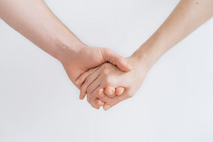 http://lifeloveandme.co.uk/holdinghands.jpg